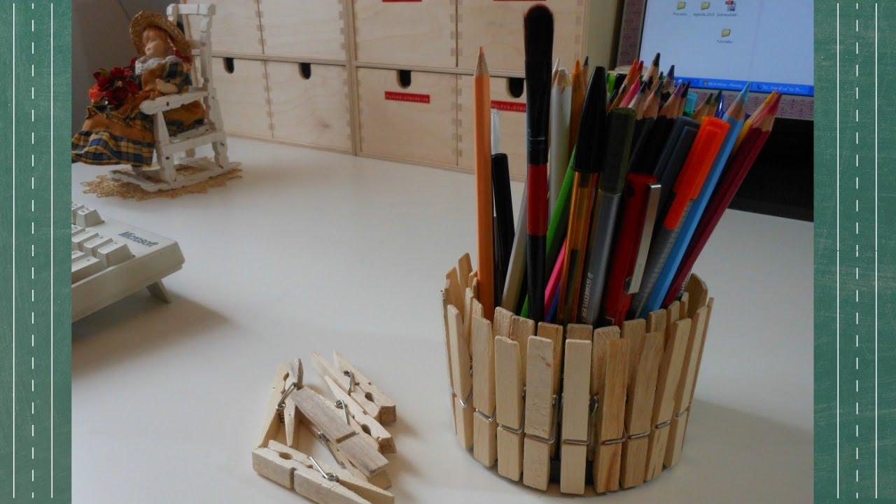 Reciclaje lapicero con pinzas para la ropa mundo party for Porta ganchos de ropa