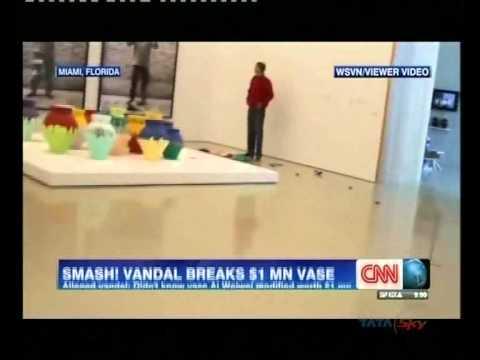 $1 million Ai Weiwei Vase vase broken in Miami museum ...