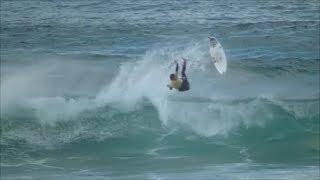 大浜海岸でサーフィンの大会があった、強風でクローズ気味だったがみん...