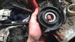 №14. Ремонт W 124. Замена подвесного подшипника карданного вала.(Как происходит реставрация и ремонт c124 300ce http://www.drive2.ru/r/mercedes/692226/, 2014-02-01T18:59:29.000Z)