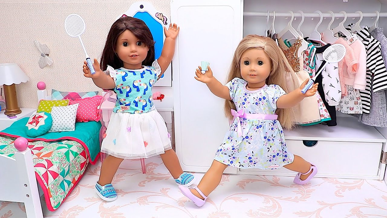 Sister Dolls Play Sports Games in Dollhouse