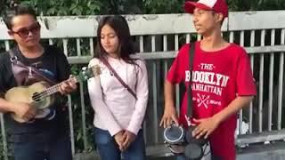 Pengamen jalanan yang lagi #viral focus ke tukang gendangnya keren