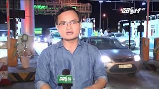 (VTC14)_ Tài xế dùng tiền lẻ phản đối trạm thu phí BOT Cai Lậy - Tiền Giang