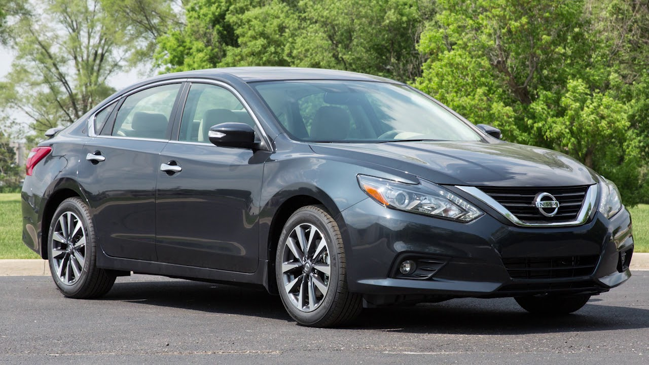 Nissan Maxima: Dual Panel Moonroof (if so equipped)