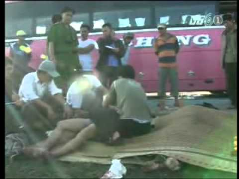 Toàn cảnh tai nạn xe đấu đầu kinh hoàng ở Ninh Thuận