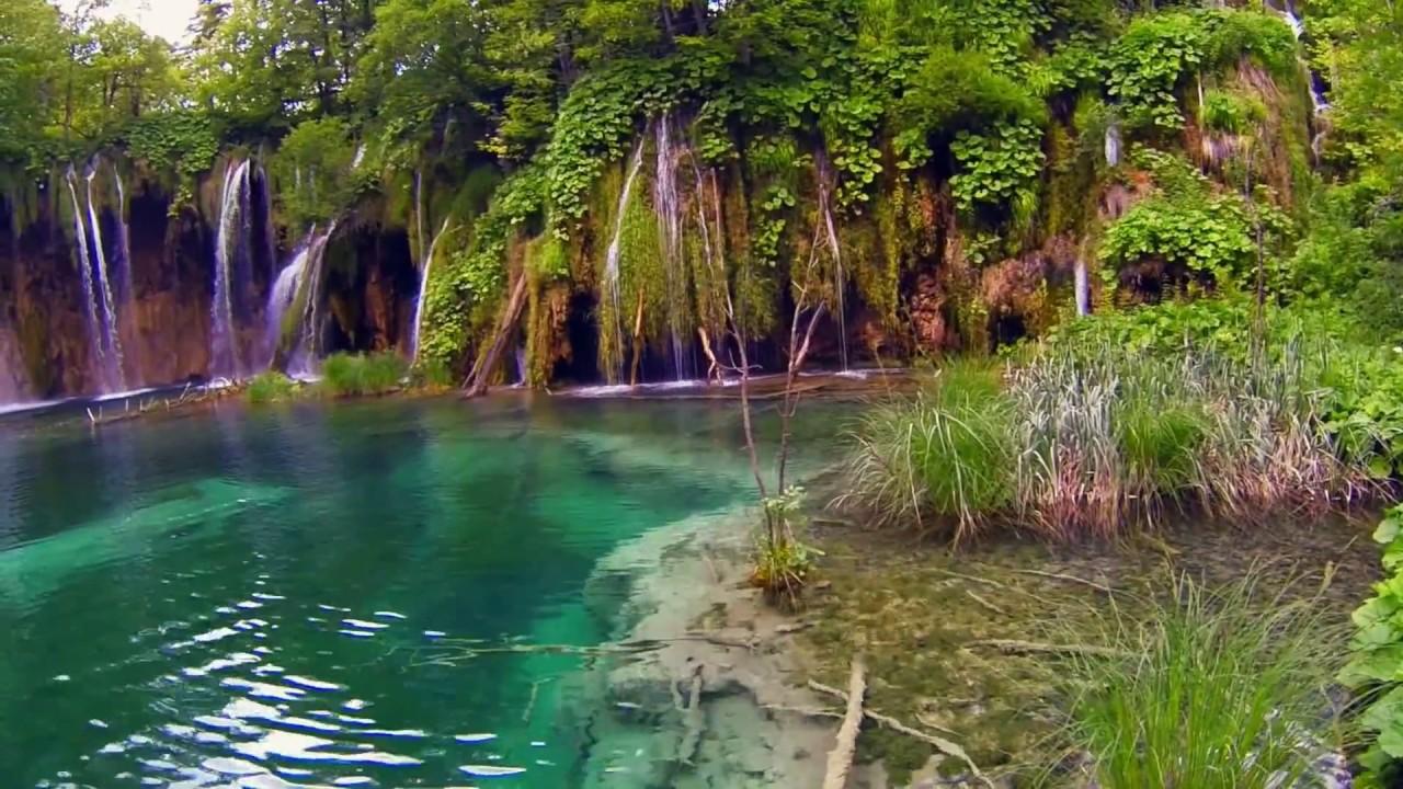 9466 laguna de agua cristalina con cascadas efecto for Cascadas artificiales de agua para piscinas