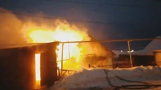 Дом сгорел, погорельцам деньги собирают