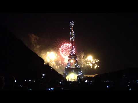 Full Bastille Day 2013 Fireworks at Eiffel Tower