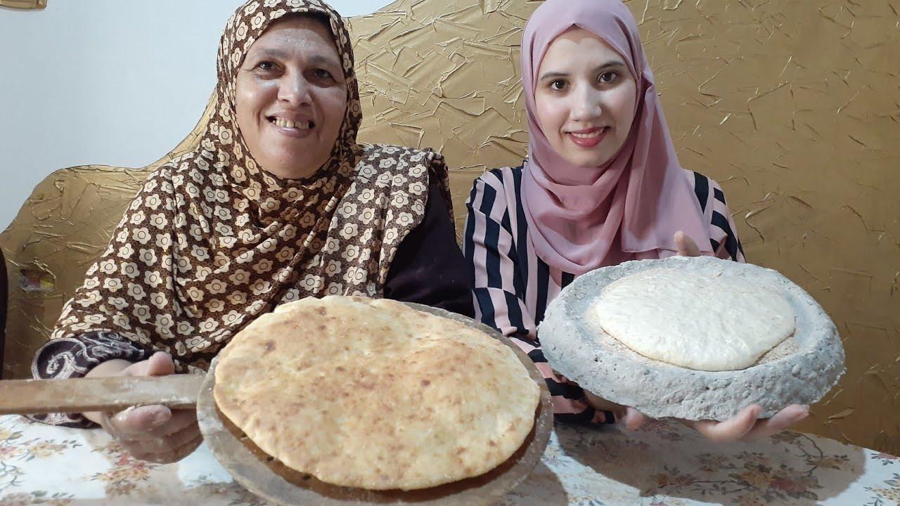 فقنا انا وأمي بكري(ام زوجي)على 7صباحا وحضرنا الخبز المصري للفطور (العيش المصري البلدي)