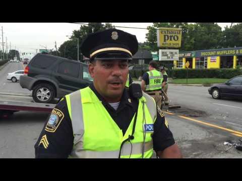 Versailles Road crash damages 4 vehicles