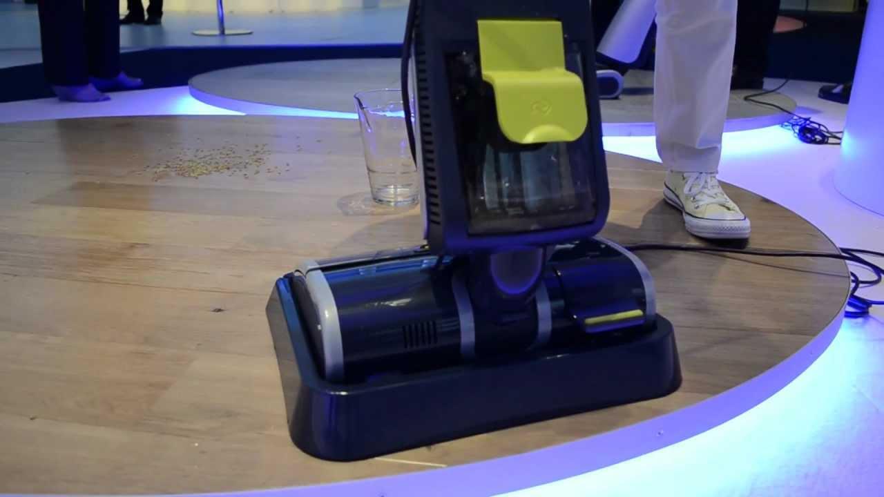 Philips acquatrio tre operazioni in uno ifa 2011 youtube for Folletto aspira e lava
