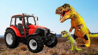 Видео для детей про настоящий Трактор и Динозавр. Малыш на большом тракторе помог динозавру