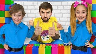 Download lagu Sasha les enseña a los niños las reglas de conducta y limpieza en lego playhouse
