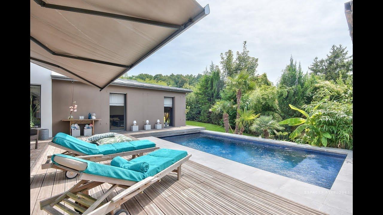 Villa contemporaine avec piscine espaces atypiques youtube - Maison a louer barcelone avec piscine ...