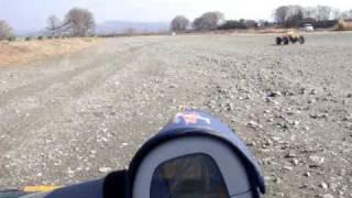 ツインサベージでスピードテストをしてみました。 場所は砂利の道とグラ...