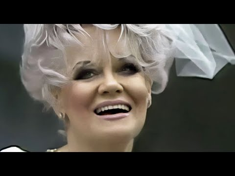 JAN CROUCH 💖 | Jan Meets Queen Elizabeth II ♛