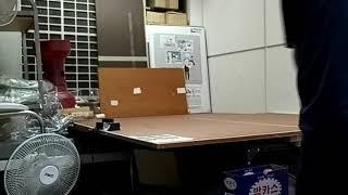 창고구석에 합판으로 탁구대 2/3크기 개인연습장