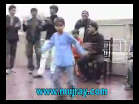Little Kid dances to BOLLYWOOD SONG SAQI SAQI