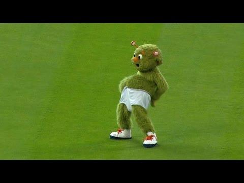 CWS@HOU: Orbit goes streaking to celebrate birthday