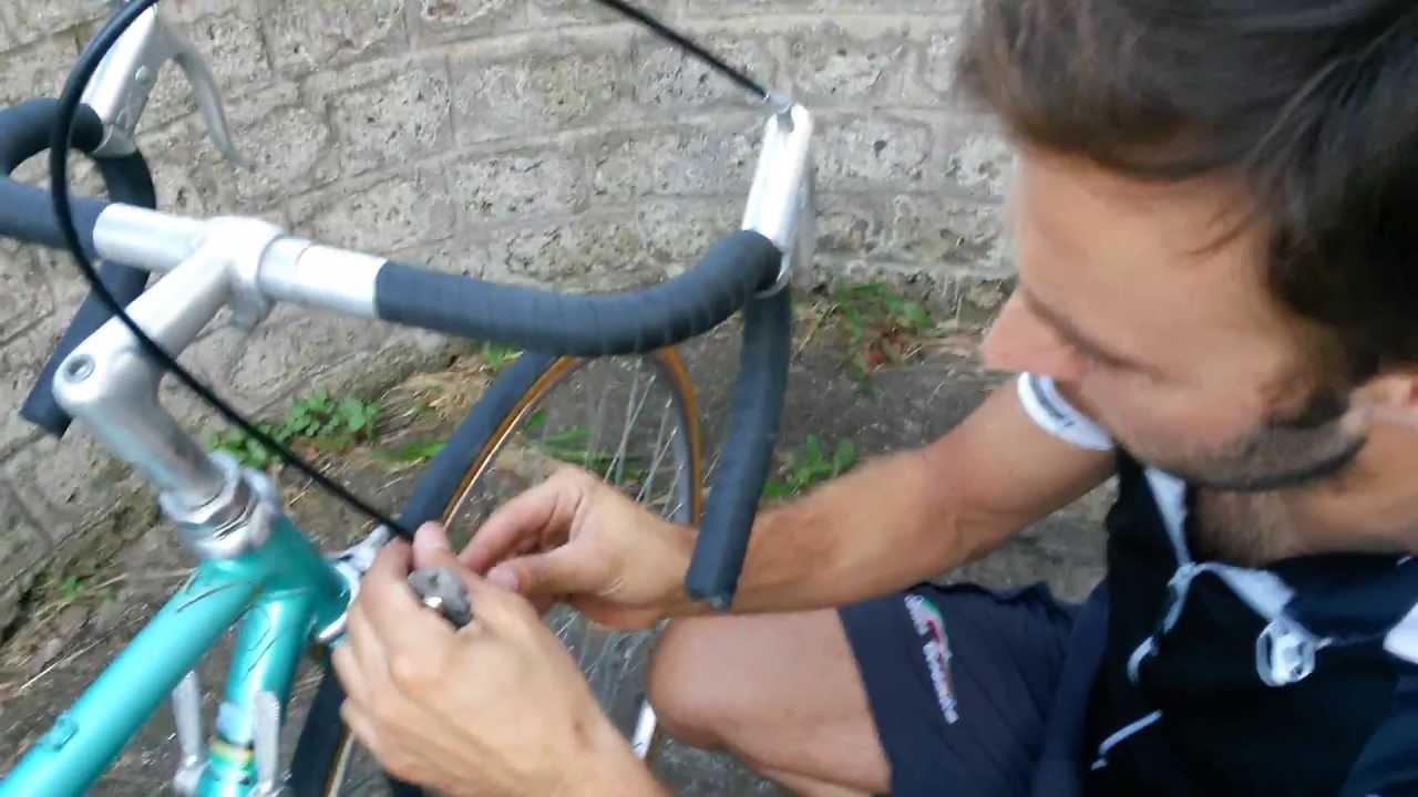 Mettere Le Guaine In Una Bicicletta Antica