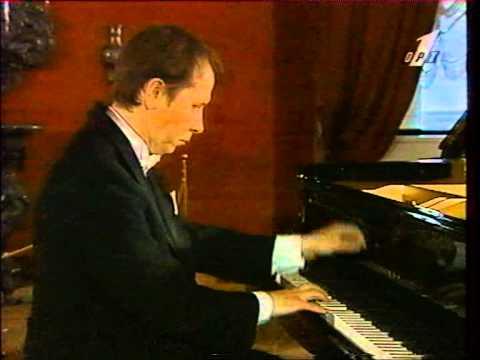 Pletnev plays Tchaikovsky The Seasons