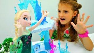 Игры одевалки: куклы Барби и Эльза устраивают бал.