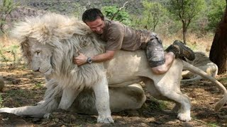 15 Most Unusual Friendships Between Humans and Wild Animals