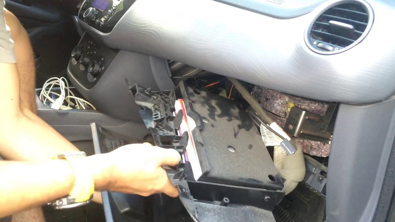 Mazda Cx 9 >> Troca do Filtro de ar do Punto 2013 em diante - YouTube
