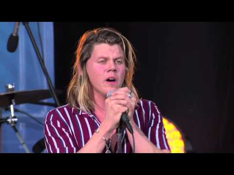 Conrad Sewell Performs 'Remind Me' at Nickelodeon's #BuzzTracks LIVE Concert