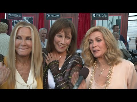 Stars of 'Knots Landing' open to on-screen reunion