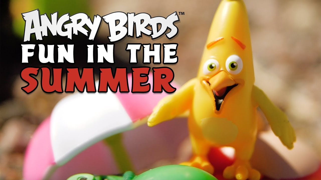 Fun in the summer sun with Angry Birds toys!