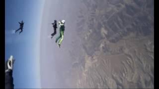 """""""فيديو"""" شاهد أول قفزة في العالم من طائرة بدون مظلة"""