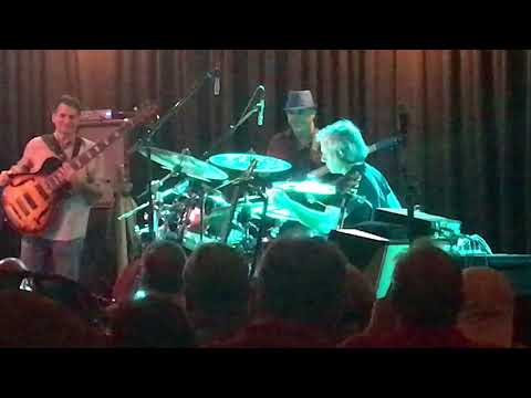 Dave Weckl soloing with the Elektric Band