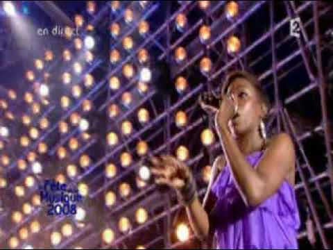 Kanye West Ft Estelle American Boy Live La Fete De La Musique 2008