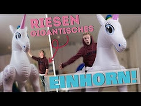 aufblasbares riesen einhorn ii rayfox youtube. Black Bedroom Furniture Sets. Home Design Ideas