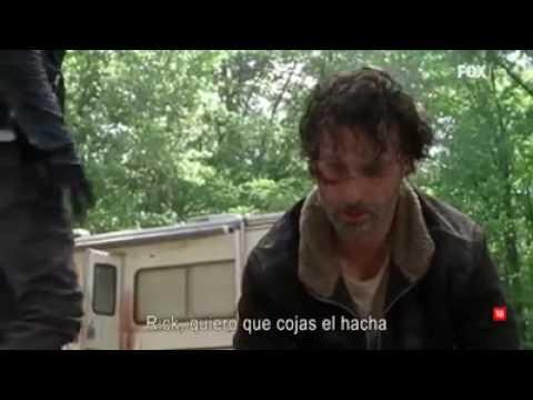 TWD negan obliga a Rick a cortar la mano de Carl