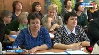 «Учитель года Алтая - 2017»: на открытые уроки места занимали даже в коридоре