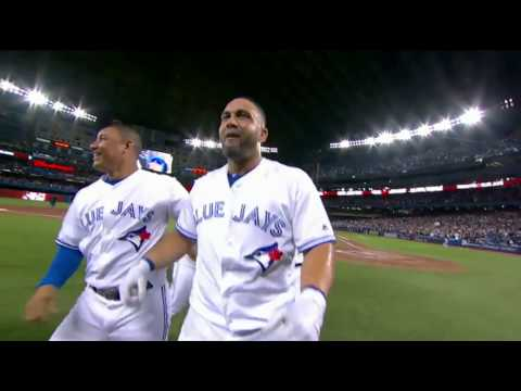 Justin Smoak & Kendrys Morales homer on back-to-back pitches to tie & walk off the A's!