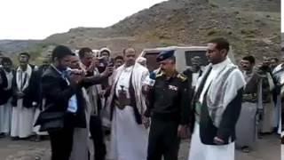 فقط في اليمن الدوله تعتذر لشيخ قبلي لأيقافه وتفتيشه من السلاح - لكم التعليق