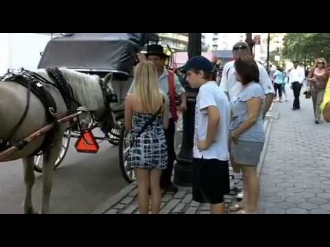 PEOPLE AND SOUNDS OF THE STREET OF NEW YORK CITY (Manhattan)