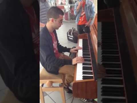 Requiem For a Dream Piano - Gare de Rennes