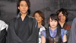 元AKB48で女優の川栄李奈(20)と、俳優の浅香航大(23)が共...