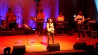 Shreya Ghoshal Live - Barso Re - Guru - London 2010