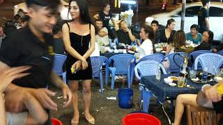 Bội Nhi diễn Thách Thức Danh Hài tại Vỹ Dạ Quán khiến hội chị em cười xỉu