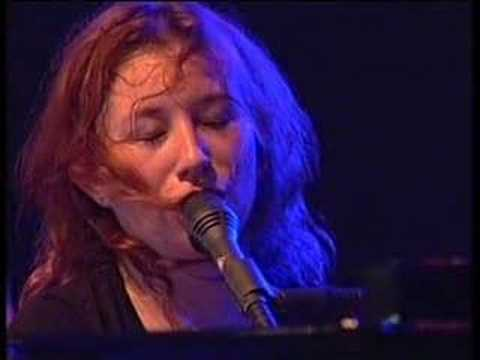 Tori Amos Interview/Tear in your hand