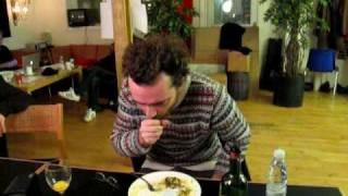 En æggeblomme eller to er godt for stemmen naar den knaser... Mikael Simpson, Nørrebro Teater