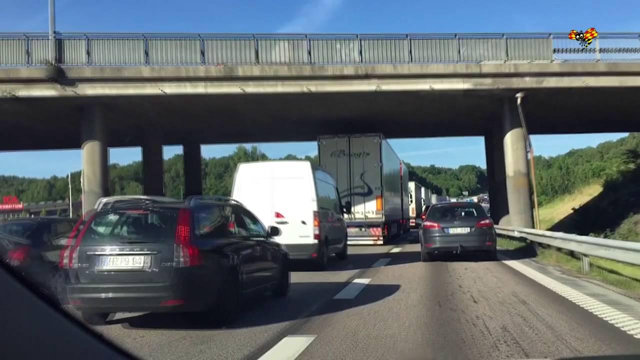 Flera bilar i krock pa e20 i goteborg