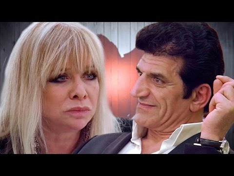 "Jo Wood Says People Find Rolling Stones Life ""Intimidating"" 