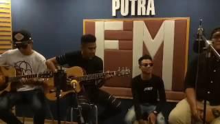 akustik Aishah Projector Band