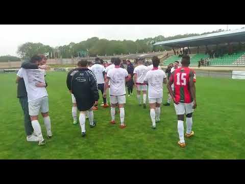 Los jugadores del Vilalbés celebran la mejor clasificación de su historia en Tercera